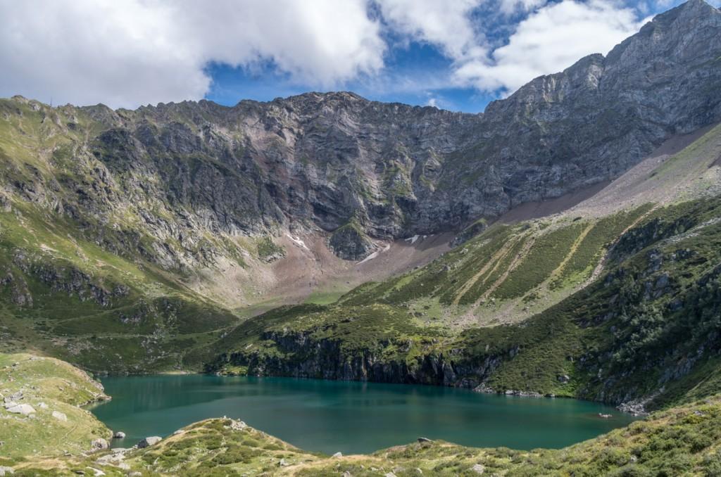 Vue le cirque de Pène Blanque et le lac de Peyrelade - Cliquer pour agrandir - Crédit photo: Tompix / Tous droits réservés